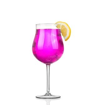 Bicchiere di cocktail rosa colore isolare su bianco