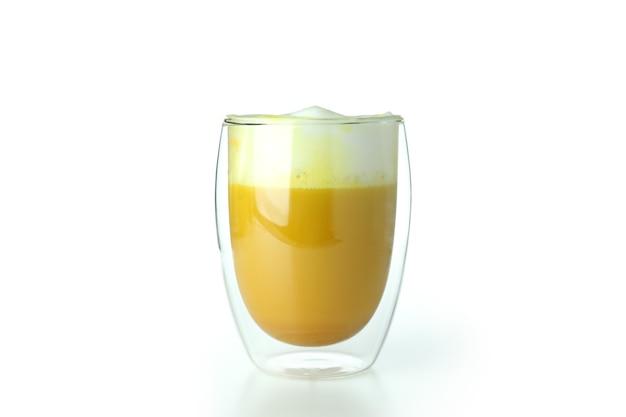 Bicchiere di latte di zucca isolato su sfondo bianco
