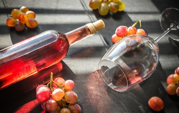 Bicchiere di vino rosato