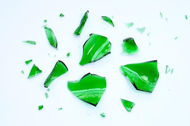 Frammenti di vetro isolati.