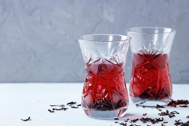 Bicchieri di tè di ibisco