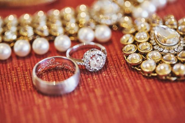 Braccialetti o bracciale glitter per la sposa indiana