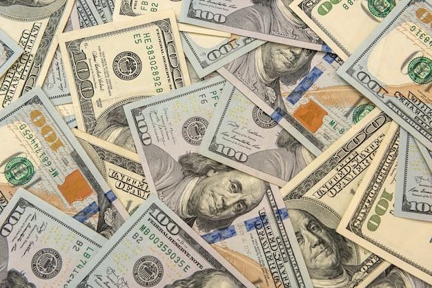 Banconote in dollari statunitensi di valuta globale come sfondo, risparmio