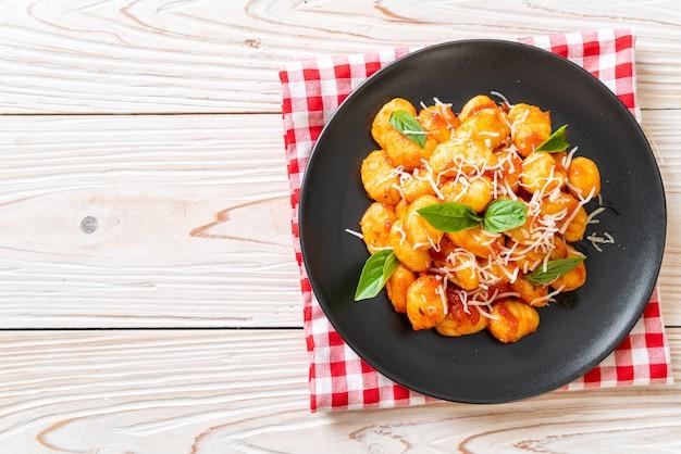 Gnocchi al pomodoro con formaggio