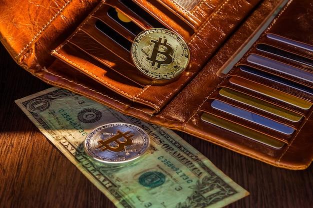 Oro a bitcoin nel portafoglio. dollari