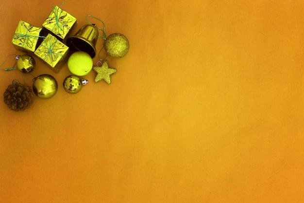 Ornamenti della decorazione della priorità bassa di natale dell'oro