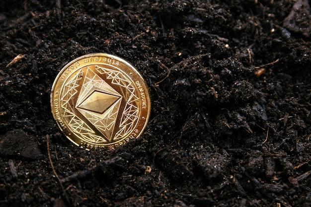 Estrazione di oro ethereum. concetto di criptovalute