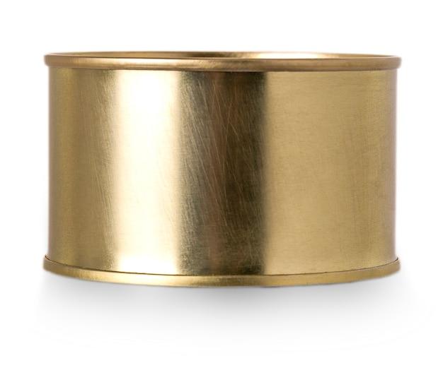 Barattolo di latta di metallo dorato isolato su priorità bassa bianca.