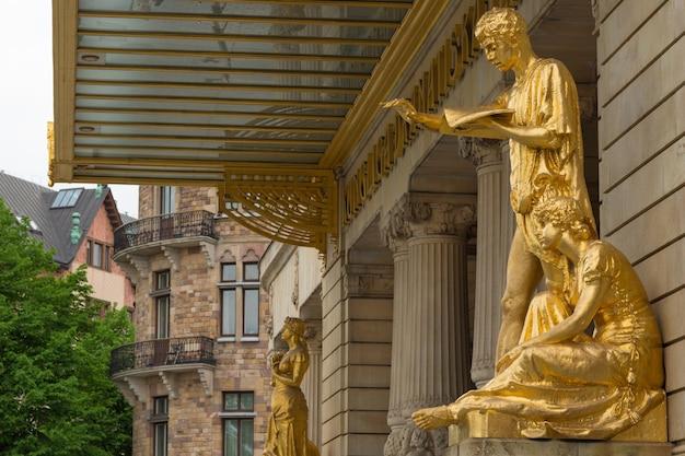 Statue d'oro al royal dramatic theatre in svezia