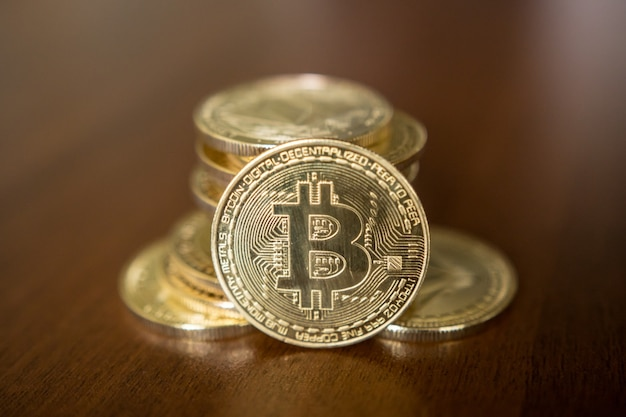 Bitcoin dorato - concetto di affari di criptovaluta.
