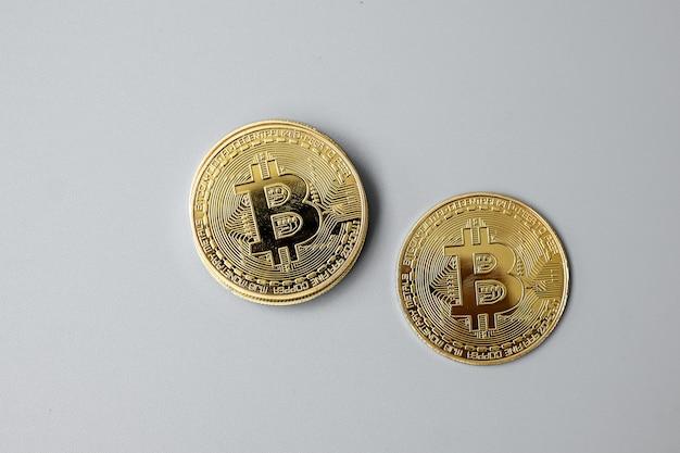 La criptovaluta golden bitcoin e lo stack di monete, crypto è denaro digitale all'interno della rete blockchain, viene scambiato utilizzando la tecnologia e lo scambio internet online. concetto finanziario