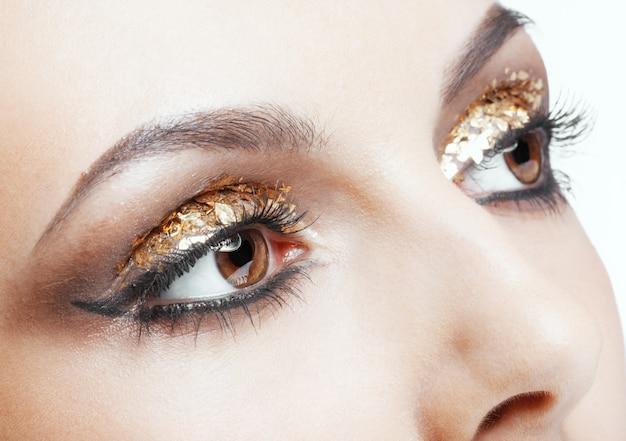 Trucco occhi dorati