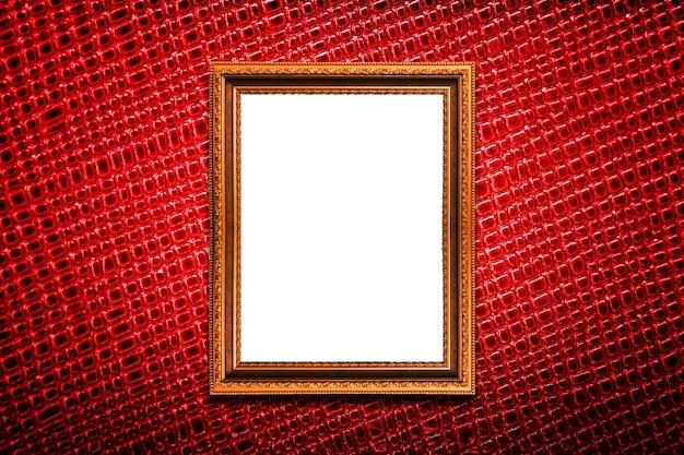 Cornice dorata su sfondo rosso texture