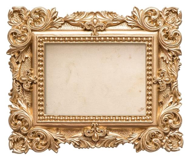 Cornice dorata con tela sgangherata. oggetto d'arte barocca vintage isolato su sfondo bianco
