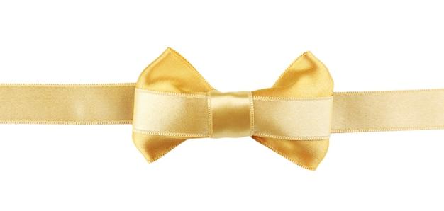 Nastro dorato e fiocco dorato isolato su bianco