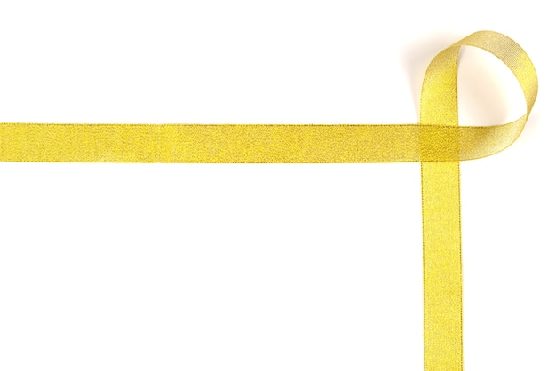 Nastro dorato. isolato su sfondo bianco