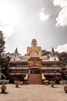 Tempio d'oro a dambulla sri lanka.