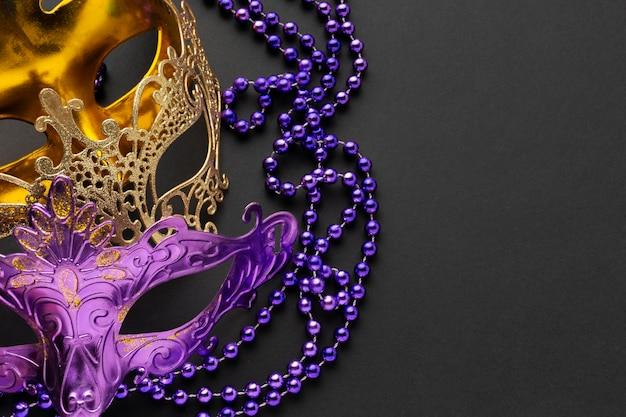 Maschere di lusso dorate e viola