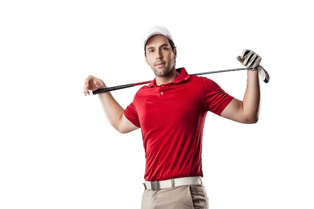 Giocatore di golf in una camicia rossa, su uno spazio bianco.