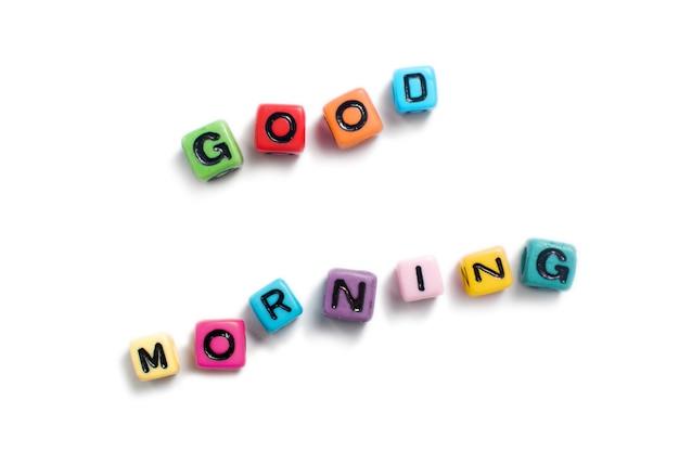 Buongiorno enunciato in perline colorate cubo