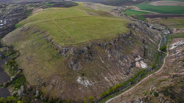 Gola tra due toltres vicino al villaggio di trinca, moldavia