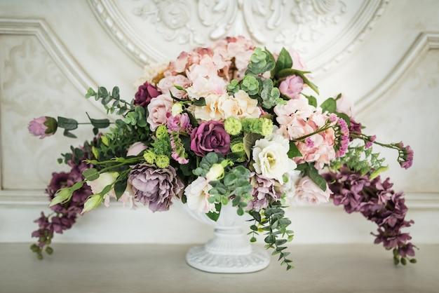 Splendido bouquet di fiori diversi