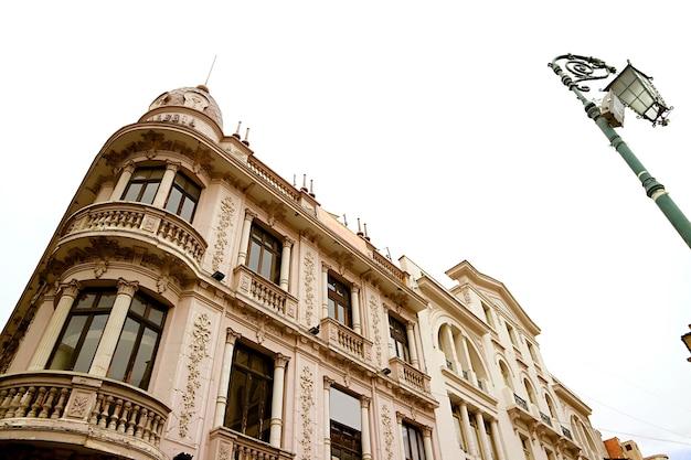 Splendido edificio sulla plaza san francisco square di la paz, la capitale della bolivia