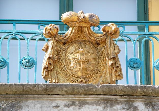 Splendida decorazione del balcone del castello di eszterhazy, eisenstadt, austria