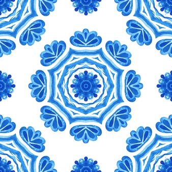 Splendido modello acquerello blu senza cuciture piastrelle orientali in tessuto design ornamento turco. mosaico marocchino.