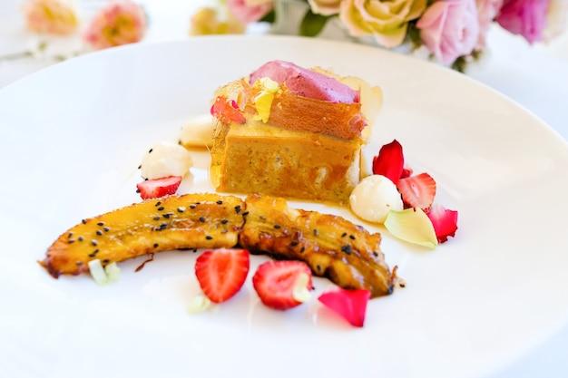 Gourmet pasticceria dessert ricetta concetto. arte creativa della cucina.