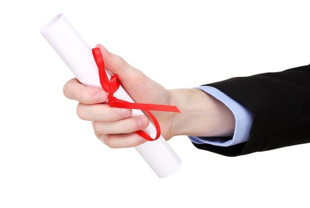 Diploma di laurea in mano isolato su bianco