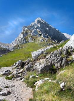 Gran sasso, una montagna situata nella regione abruzzo dell'italia centrale
