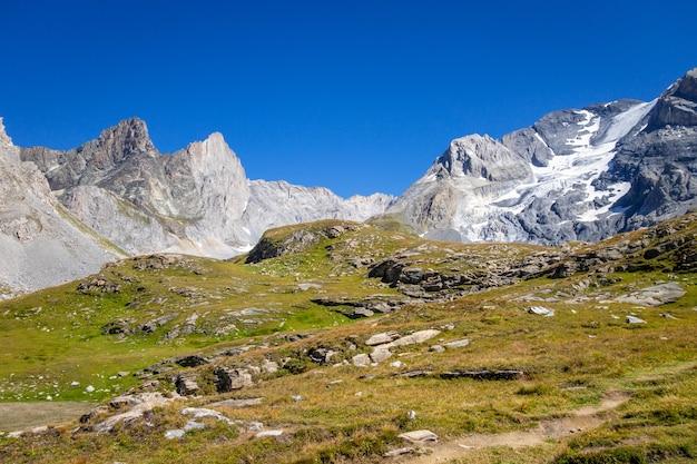 Paesaggio del ghiacciaio alpino della grande casse a pralognan la vanoise. alpi francesi.