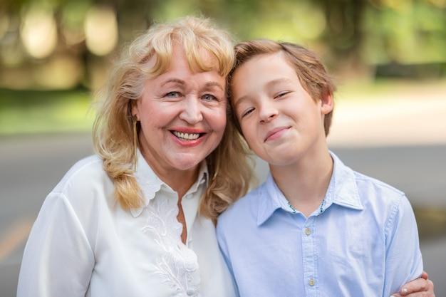 Il nipote le porta tanta gioia e felicità
