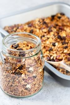 Granola cucinata a casa. dieta sana