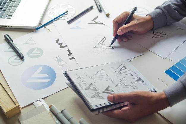 Logo design schizzo grafico