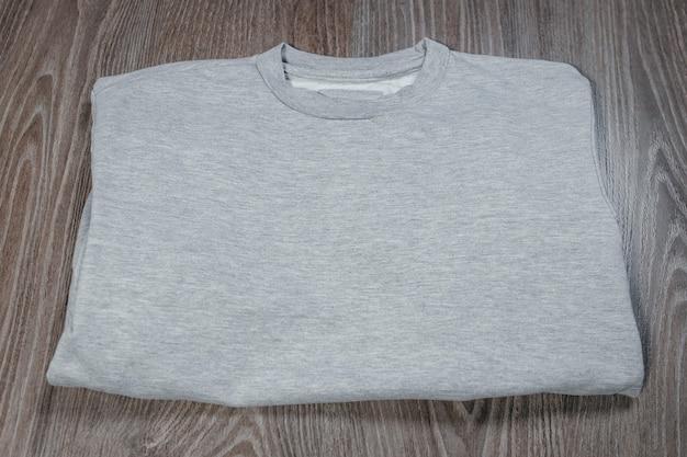 Pullover adulto casual grigio. vista posteriore superiore