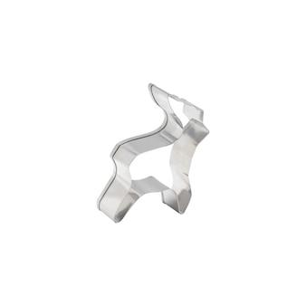 Tagliabiscotti in acciaio inossidabile grigio a forma di renna con corna isolati su priorità bassa bianca