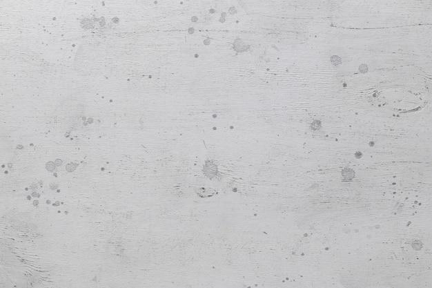 Struttura in legno grigio con macchie di vernice
