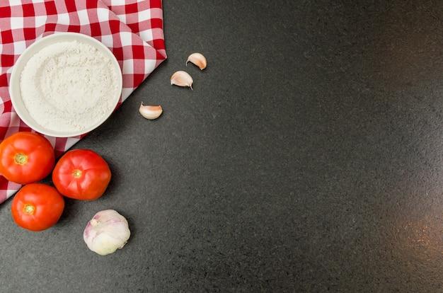 Ottimo sfondo per temi gastronomici come la pizza, con spazio di copia