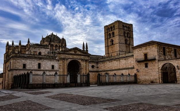 Grande cattedrale di zamora in spagna