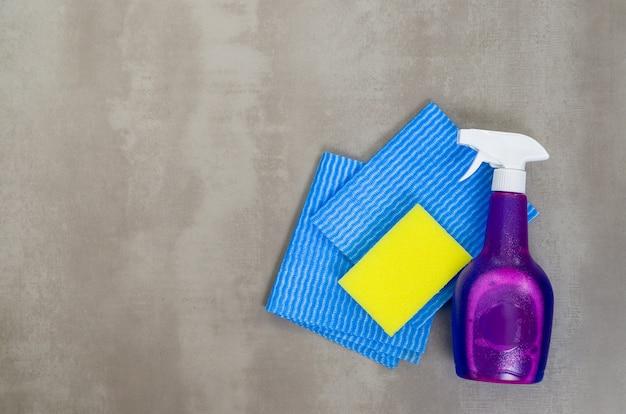 Ottimo concetto di pulizia, vari prodotti utilizzati nella pulizia