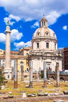 Grande roma, piazza dei mercati di traiano nel centro storico antico. punti di riferimento d'italia