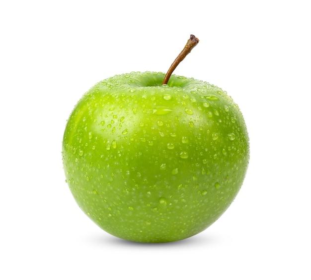 Mela verde isolato su sfondo bianco con una goccia d'acqua