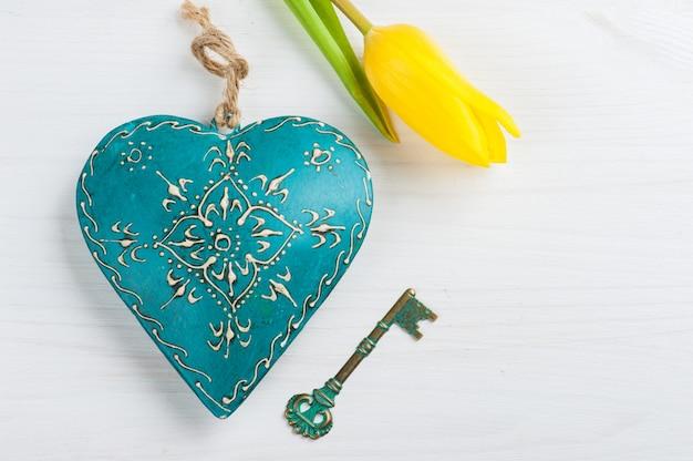 Cuore e chiave verde blu