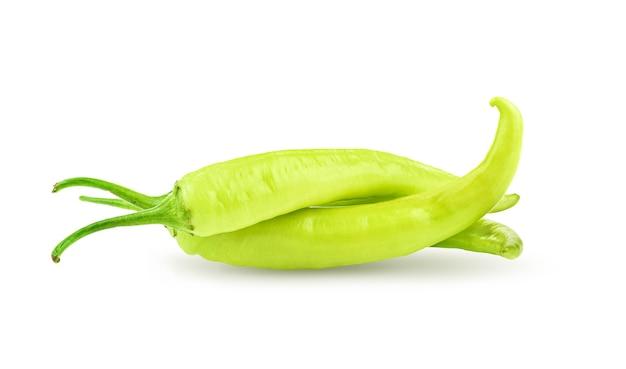Peperoncino verde isolato su bianco