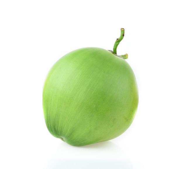 Cocco verde isolato su sfondo bianco