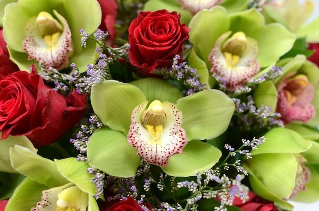 Disposizione dei fiori di cymbidium verde