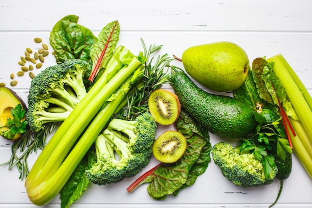 Cibo verde. frutta e verdura verde sana, vista dall'alto. detox concetto di dieta.