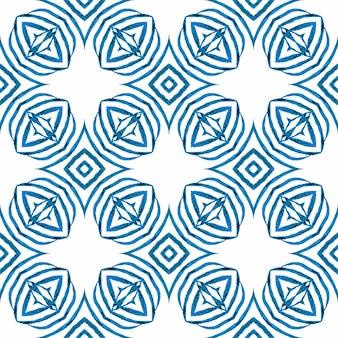 Bordo dell'acquerello chevron geometrico verde. design estivo boho chic blu radiante. meravigliosa stampa tessile pronta, tessuto per costumi da bagno, carta da parati, involucro. reticolo dell'acquerello di chevron.